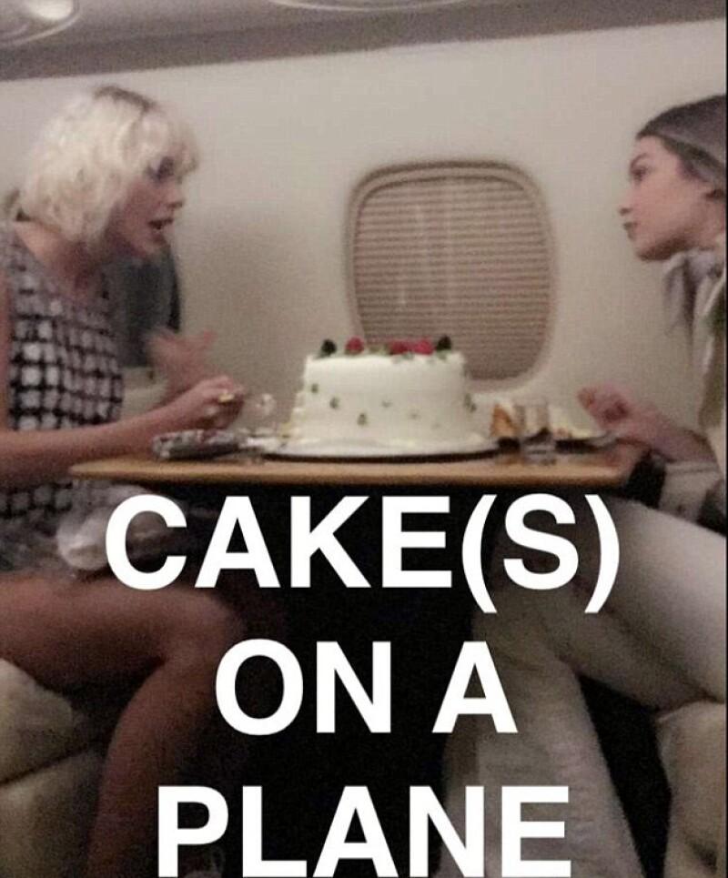 Taylor celebró el cumpleaños de la modelo en un jet, cuando se dirigían a Coachella.