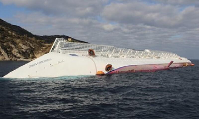 El ministro de Ambiente italiano advirtió que un derrame frente a la isla de Giglio causará daños a un refugio de delfines, masopas y ballenas. (Foto: AP)