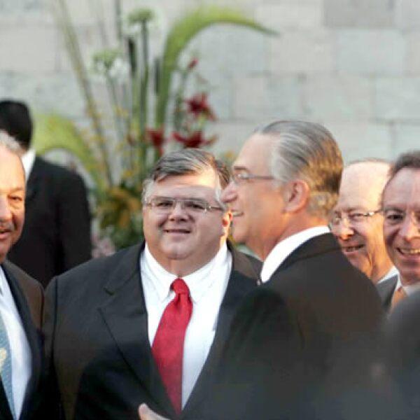 Carlos Slim, presidente del Grupo Carso; Agustín Carstens, secretario de Economía; Ricardo Salinas Pliego, presidente del Grupo Salinas, y Guillermo Ortiz Martínez, gobernador del Banco de México.