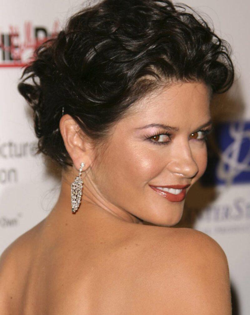 """La estrella de Hollywood, quien se encuentra en promoción por la cinta """"Rock of Ages"""", dijo que ella y la actriz jarocha son más que compañeras en el cine."""