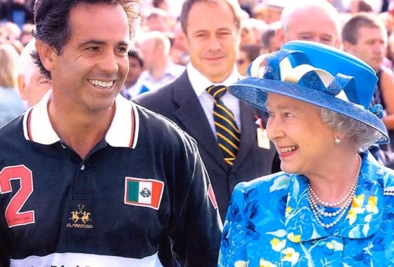 Carlos Gracida con la reina Isabel II, quien lo consideraba su jugador favorito.