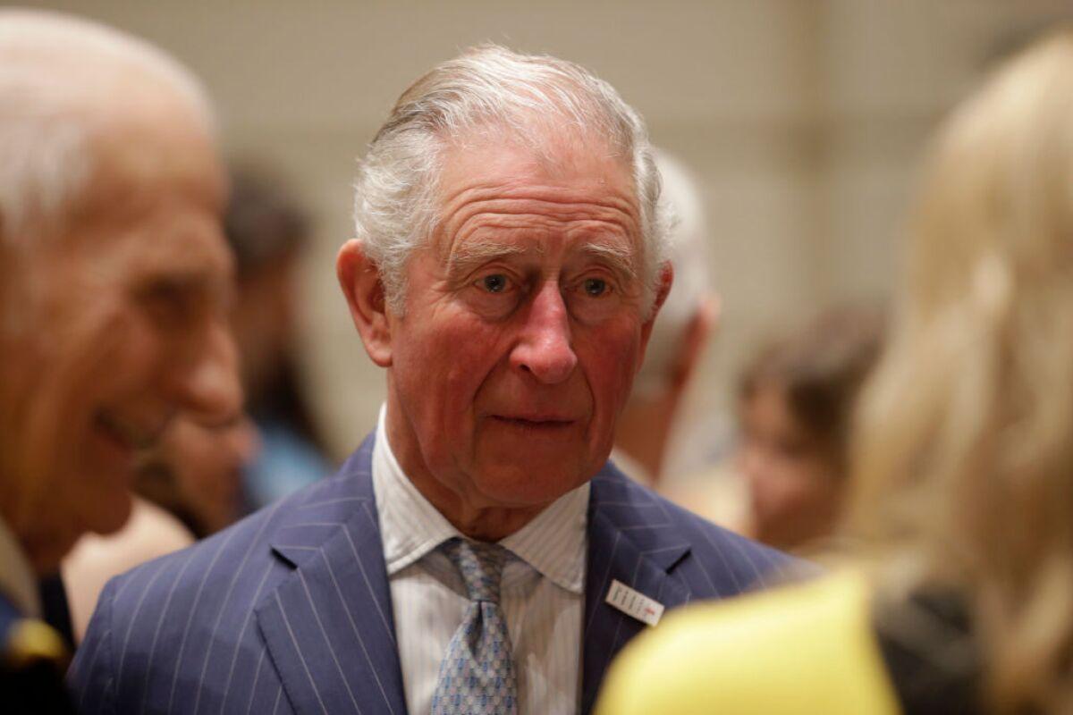 Adivina para quién fue el primer mensaje del príncipe Carlos tras su aislamiento