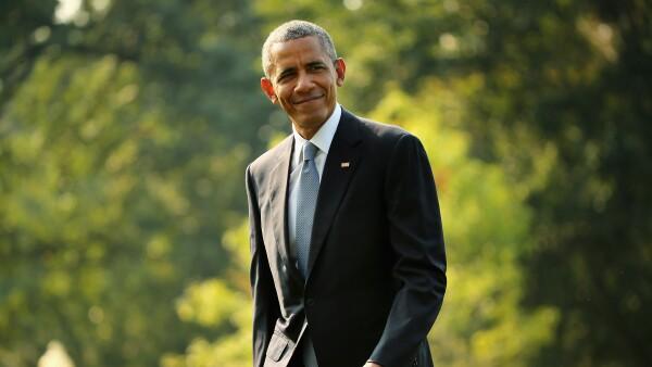 Barack Obama golfing