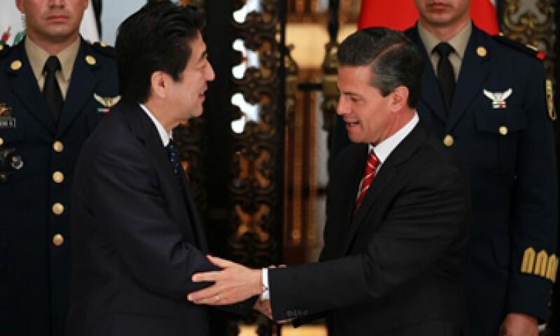 Shinzo Abe fue recibido con honores este viernes en México. (Foto: Notimex)