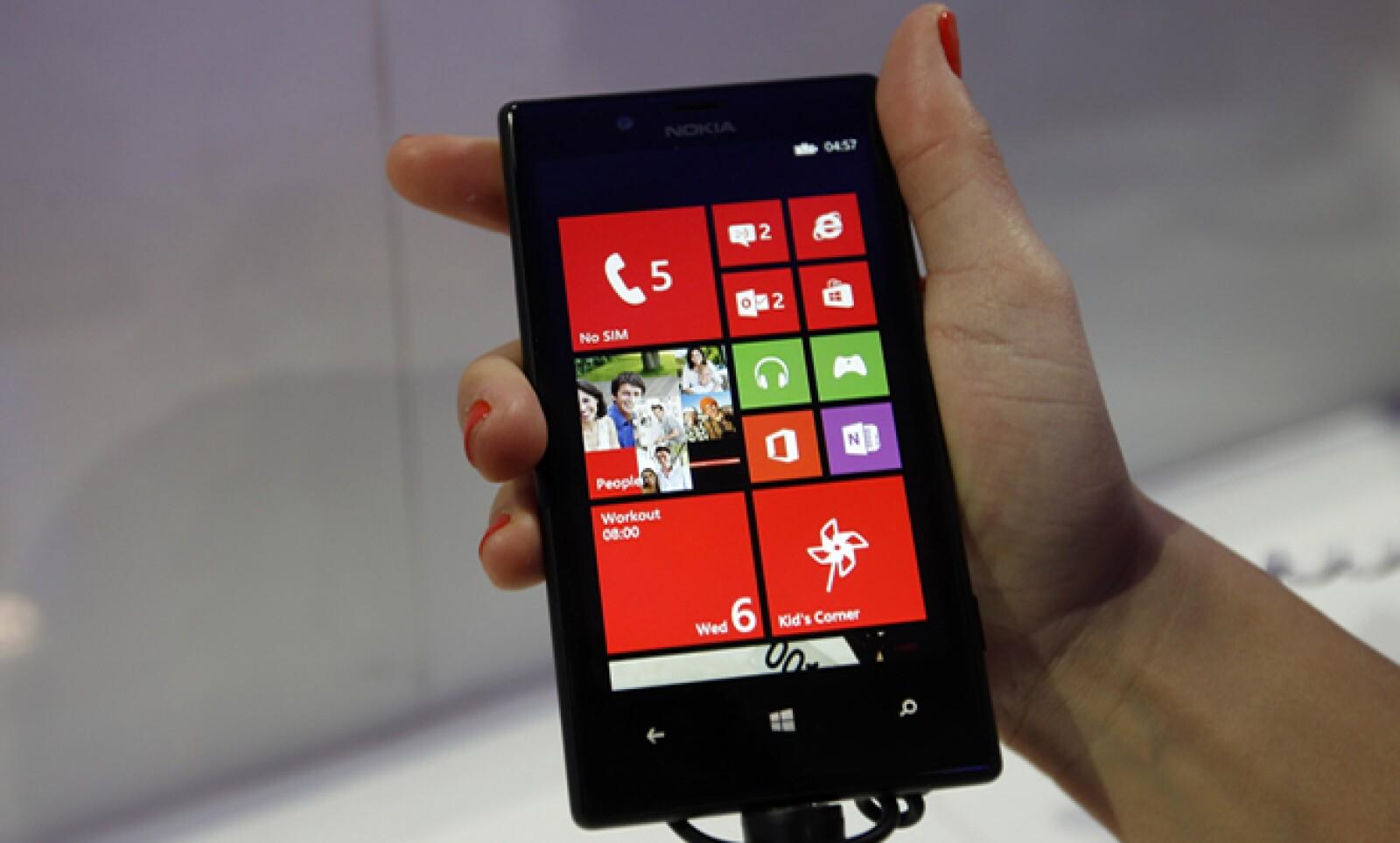 El Lumia 720 de Nokia se presentó en Barcelona tras la conferencia del CEO de la empresa, Stephen Elop.