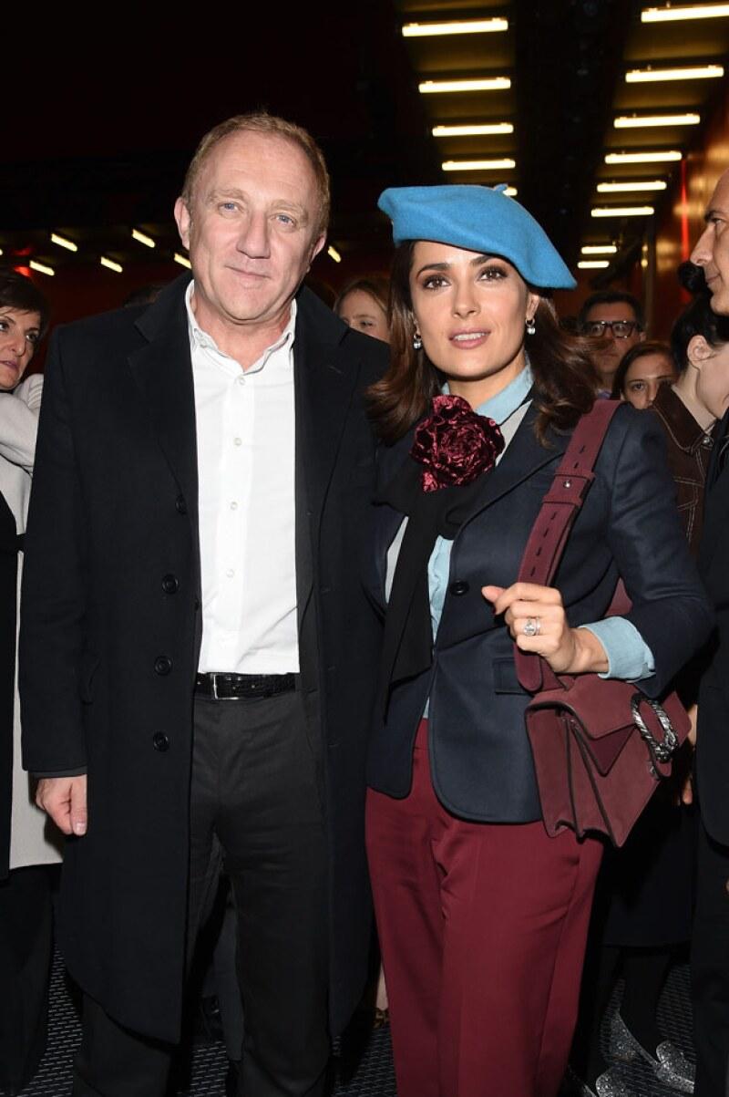 La actriz continúa pagando sus cuentas a pesar de estar casada con François-Henri Pinault, uno de los hombres más ricos de Francia.