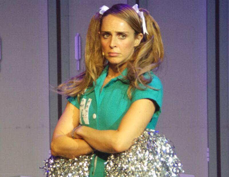 """Irán Castillo en el papel protagónico de Sandy en el musical """"Vaselina"""", producción de Julissa."""
