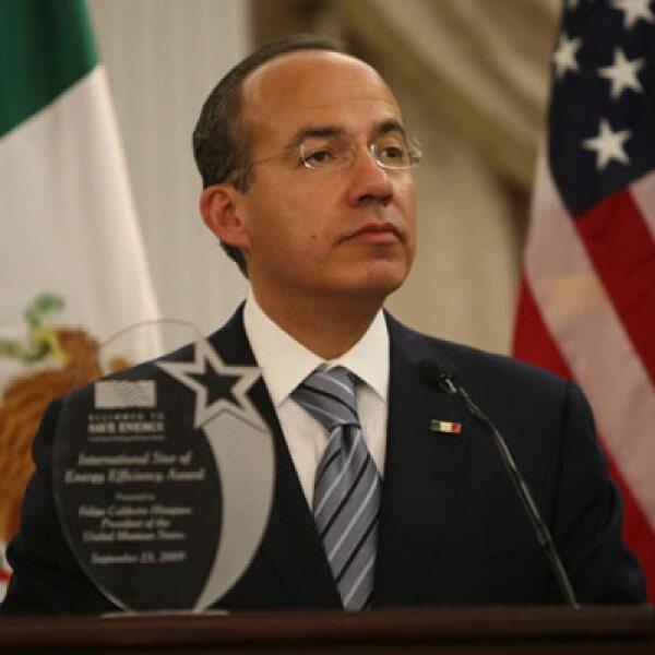 """El presidente Calderón recibió el premio """"International Star of Energy Efficiency"""" el miércoles 23 por su política pública de vivienda sustentable, en la ciudad de Nueva York. Fue acompañado de su esposa Margarita Zavala."""