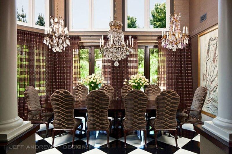 Este cuarto tiene tres de los candelabros favoritos de Kris.
