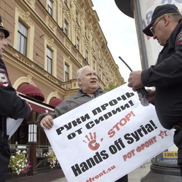 activista en contra de la intervencion en siria