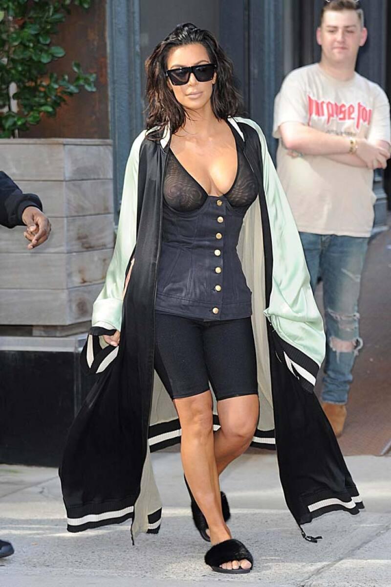 Este es otro de los outfits que Kim presumió sin pudor alguno