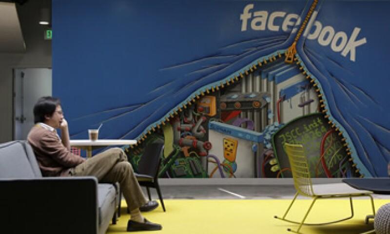 Los inversionistas de Facebook y los primeros ejecutivos ya tuvieron la oportunidad de vender sus acciones. (Foto: AP)