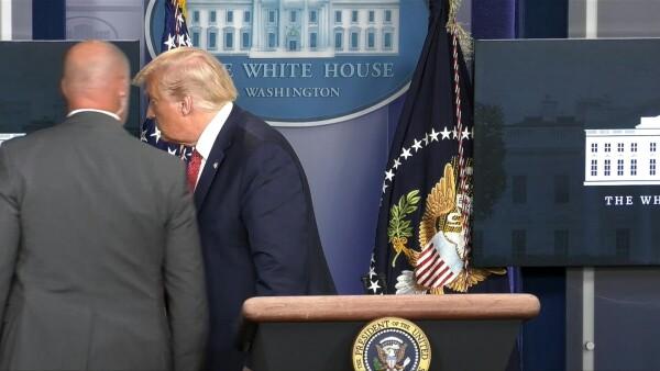 Trump fue evacuado de una rueda de prensa tras disparos cerca de la Casa Blanca