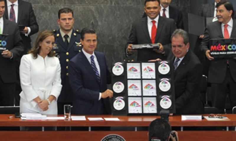 Peña Nieto entregó las agendas de competitividad para modernizar y revitalizar los destinos turísticos. (Foto: Notimex)