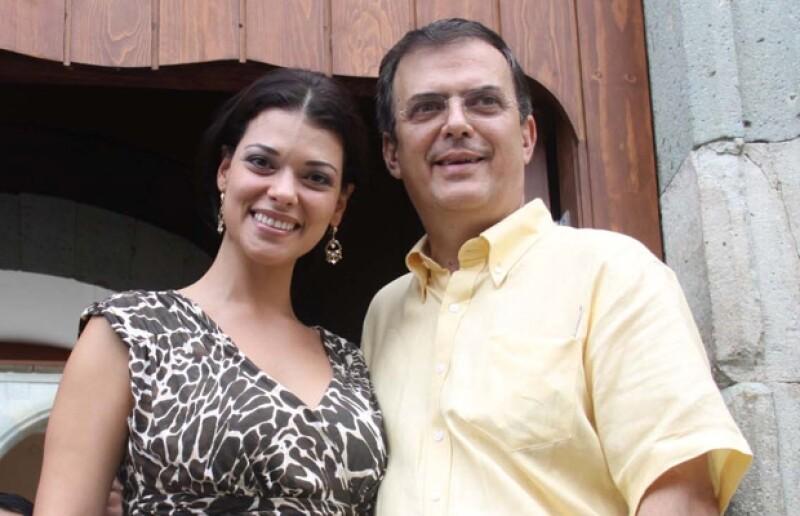 Marcelo Ebrard y su esposa.