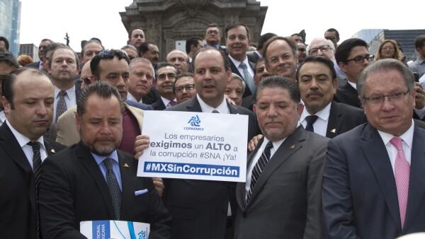 El sindicato patronal protestó este jueves en el Ángel de la Independencia al argumentar que no se respetó el espíritu original de la iniciativa ciudadana.