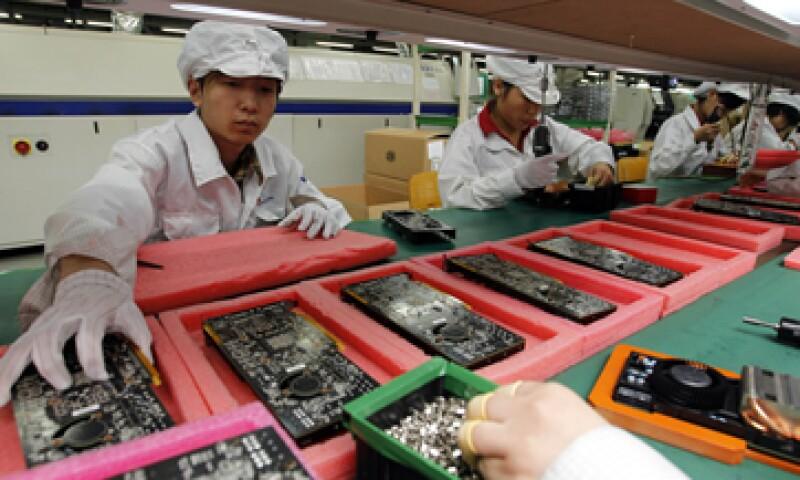 Foxconn emplea a más de un millón de personas y fabrica la mayor parte de las iPad y los iPhone del mundo. (Foto: AP)