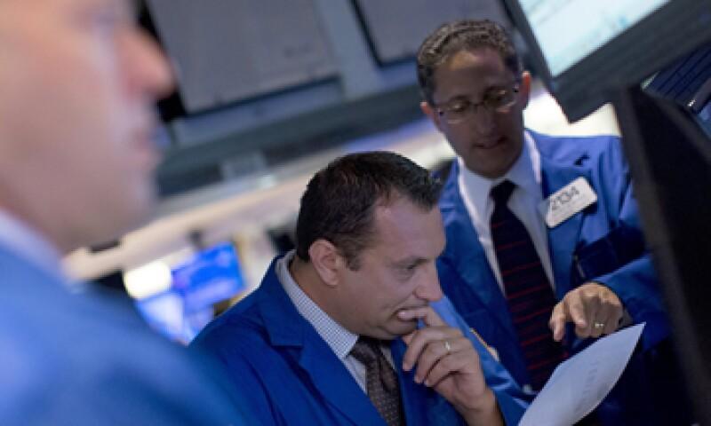 Las acciones estadounidenses cerraron con pérdidas de más de 1% este miércoles. (Foto: Reuters)