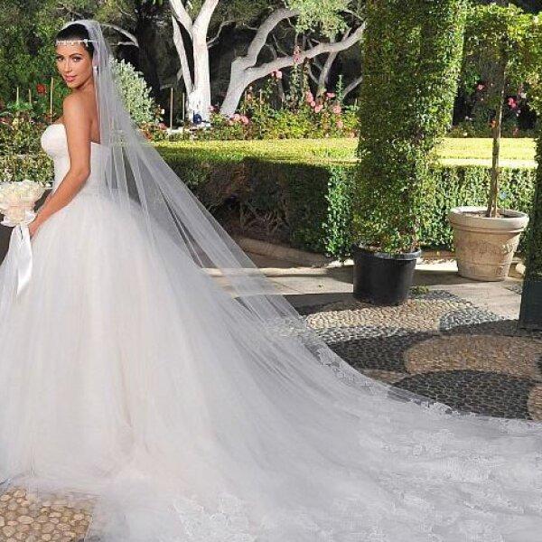 Kim Kardashian: La estrella de reality, usó un modelo corte princesa para su primer matrimonio con Chris Humphries.