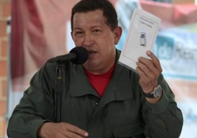 Hugo Chávez enfrenta cada vez mayores obstáculos para hacer crecer la economía de su país. (Foto: AP)