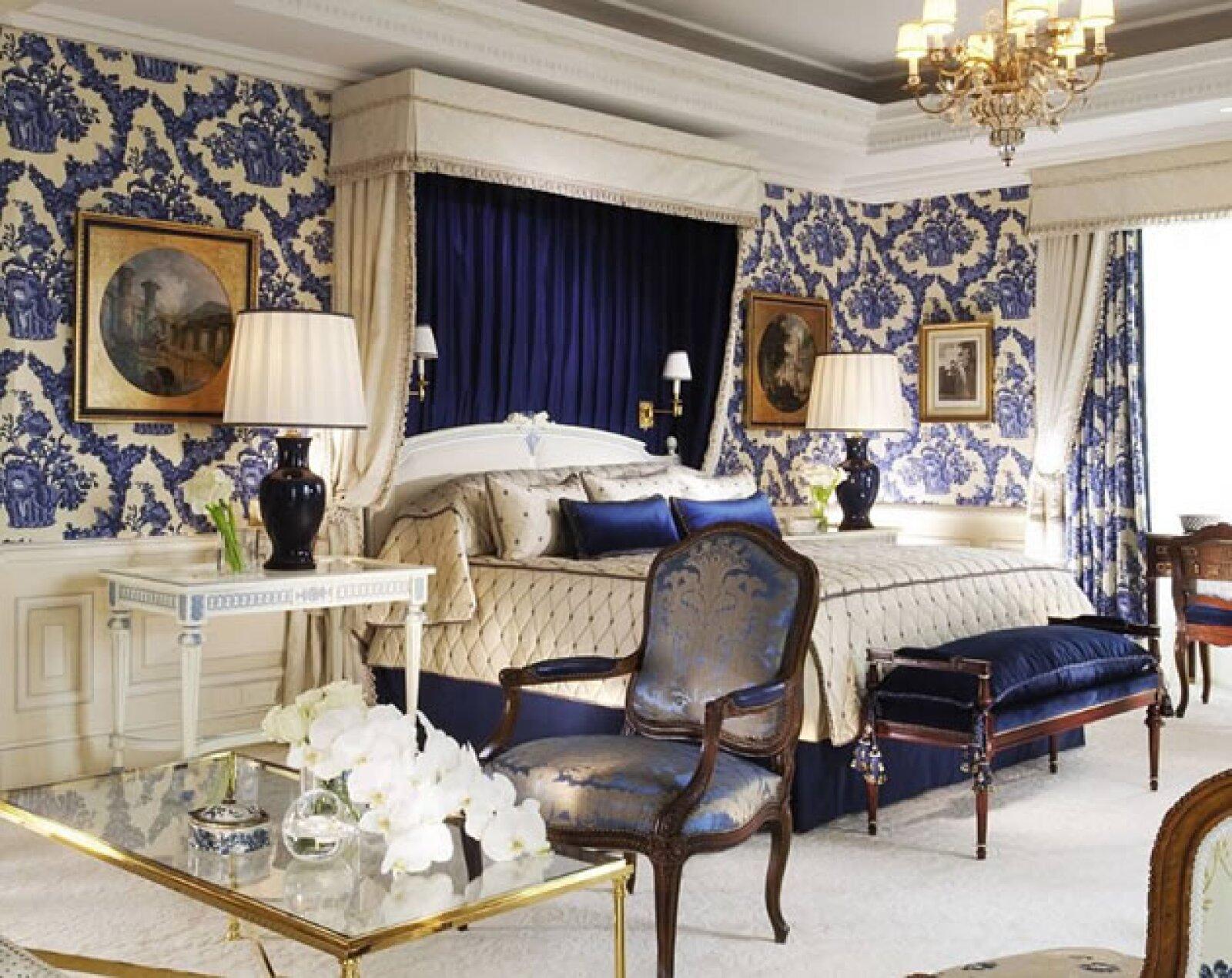 Desde 1928, este hotel ha recibido a visitantes de todo el mundo en su 244 habitaciones y sus terrazas privadas en donde se puede apreciar la belleza de París. La decoración del siglo XVIII, una he...