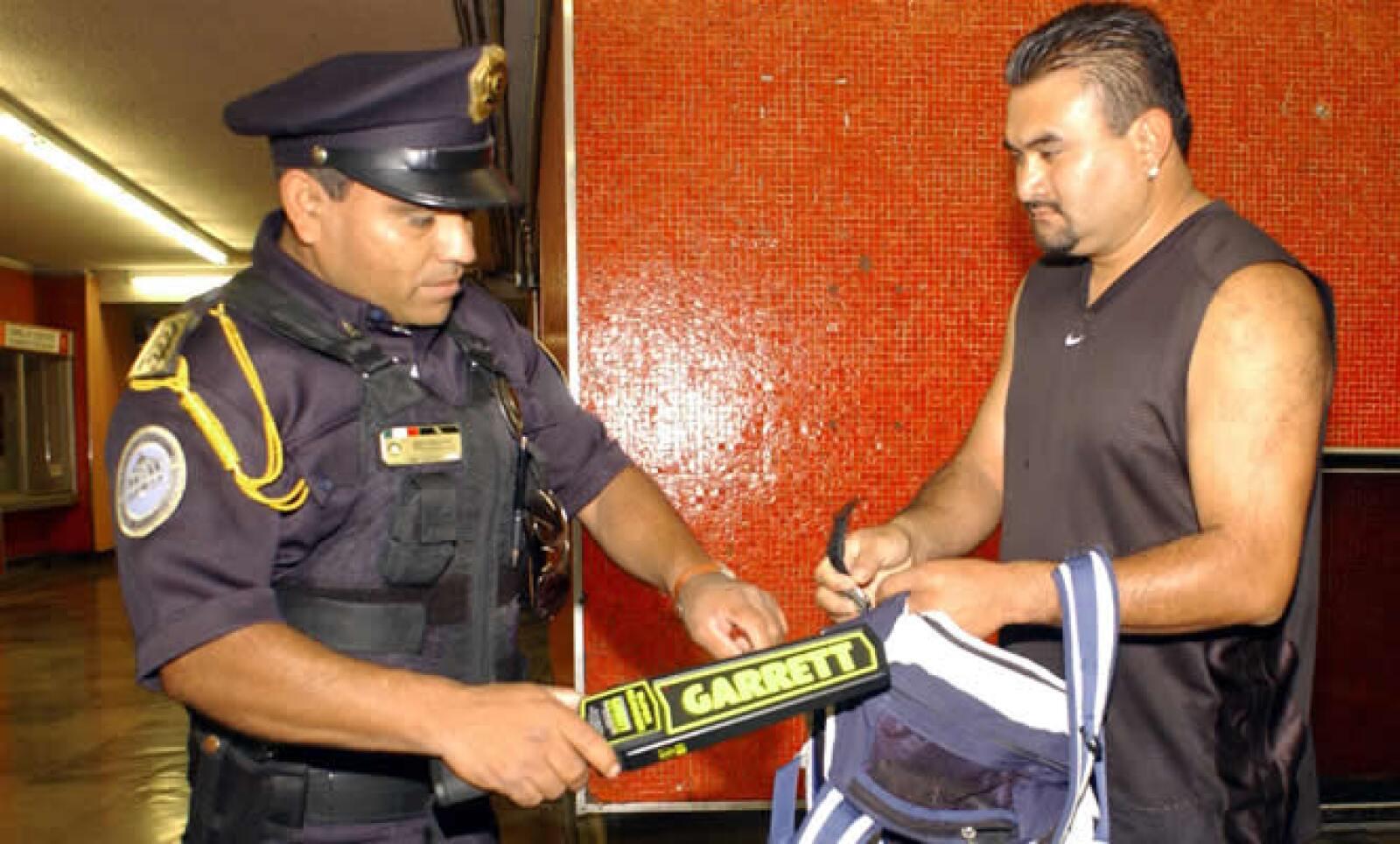 1,600 elementos armados de la SSP del DF reforzarán la seguridad en el Metro, después de la balacera protagonizada por Luis Felipe Hernández el viernes 18 en la estación Balderas, en la que hubo 2 muertos y 5 lesionados.
