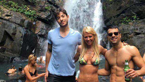 La actriz se encuentra en Puerto Rico donde, sin importar las críticas sobre lo flaca que está, ha compartido imágenes en bikini.