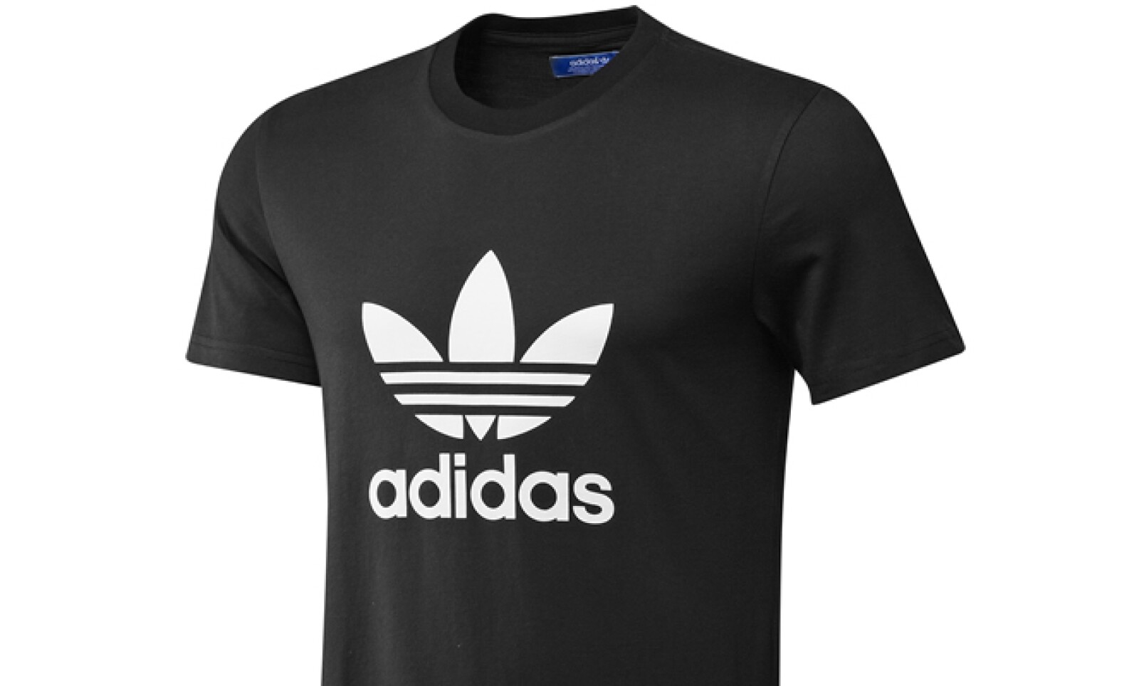 Adidas Originals privilegia el color negro en su colección primavera-verano.  Una camiseta en algodón es básica en el guardarropa.