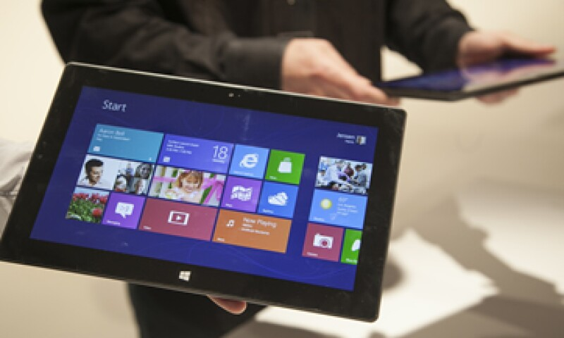 La Surface es una mezcla entre tableta y computadora. (Foto: AP)