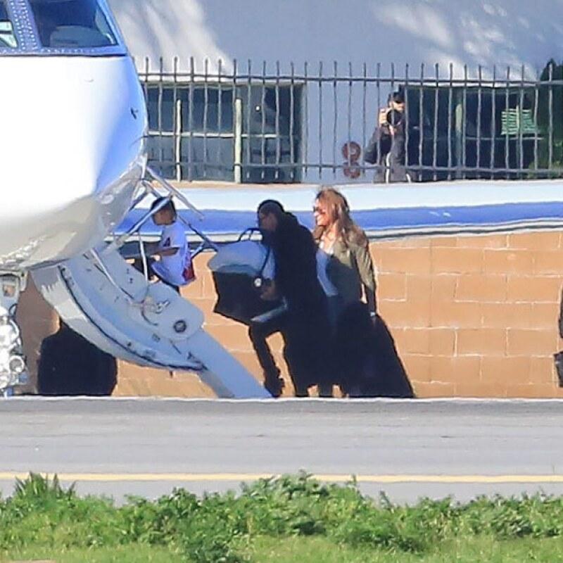 Caitlyn Jenner fue captada acompañando a la familia West Kardashian en el viaje.