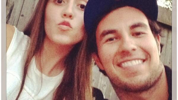 La pareja que conforman el piloto de Fórmula 1 y Fernanda Gallegos gusta expresar su cariño en redes sociales, hace algún tiempo ambos convirtieron su relación en romance.