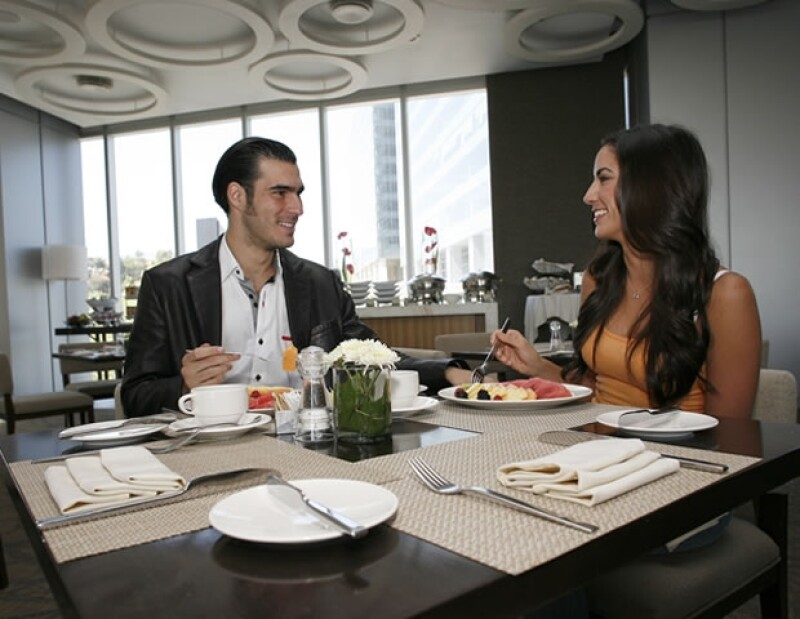 Miguel y Roxana Rojo de la Vega disfrutando de una comida en el Pinzimini.