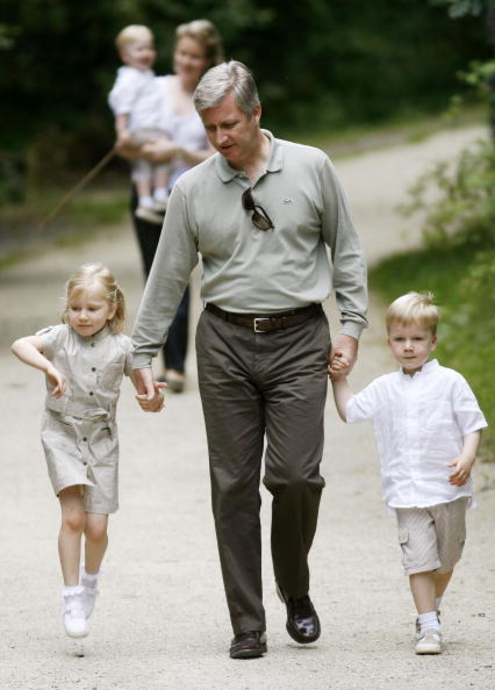 El Príncipe Felipe de Bélgica y sus hijos.