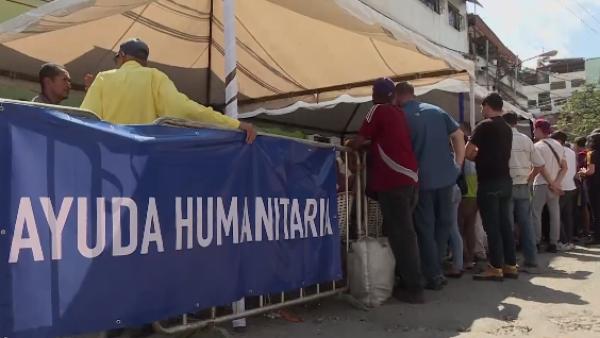 Este grupo de voluntarios se prepara para la entrada de ayuda a Venezuela