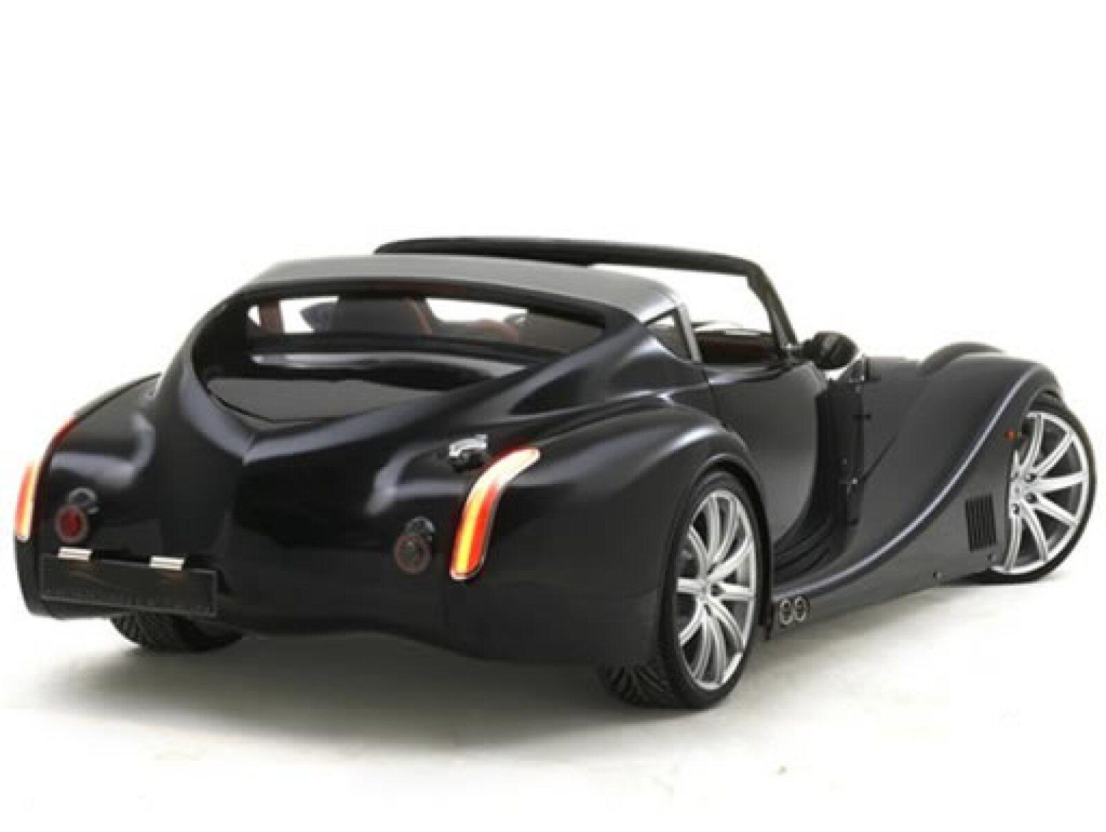El Aero Super Sports es una edición limitada. El coche tiene dos paneles de techo de aluminio desmontable que pueden almacenarse en la cajuela.