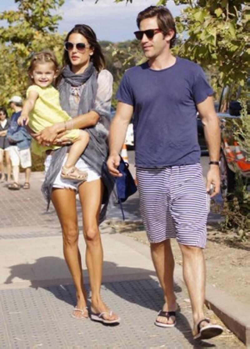 El representante de la modelo confirmó la noticia a People. Será en el 2012 cuando la brasileña y su prometido se conviertan en papás nuevamente.
