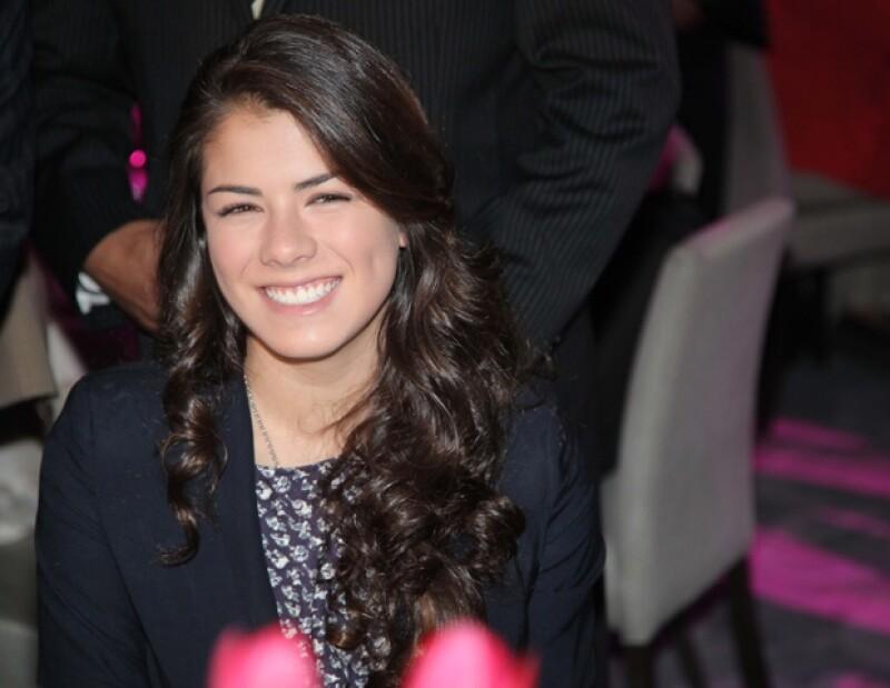 La hija del ex gobernador del Estado de México se confiesa feliz de acudir a tan importante evento en lugar de su padre, aspirante presidencial del PRI.