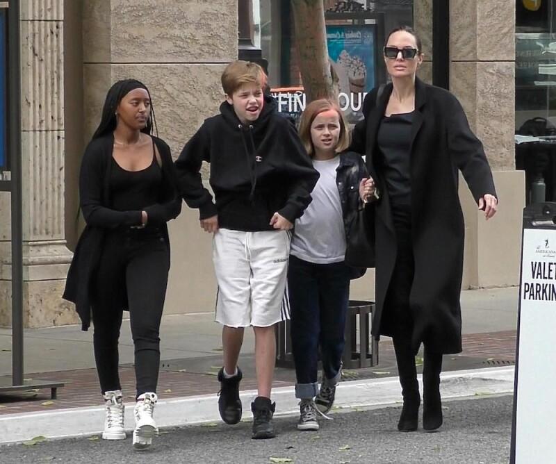 EXC Angelina Jolie, Zahara Marley Jolie-Pitt, Shiloh Nouvel Jolie-Pitt, Vivienne Marcheline Jolie-Pitt