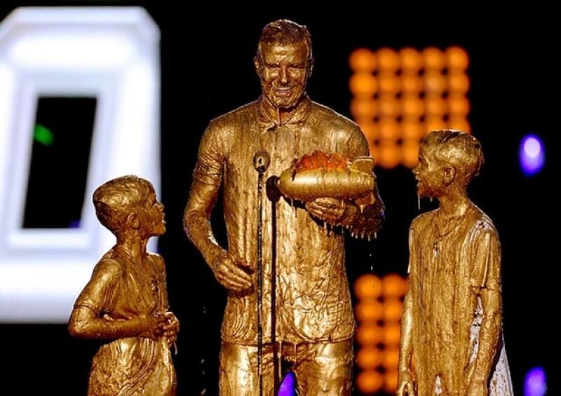 David, Cruz y Romeo fueron sorprendidos con la sustancia viscosa, slime, en la entrega de Nickelodeon Kids&#39 Choice Sport Awards, llevada a cabo este jueves en Los Ángeles.