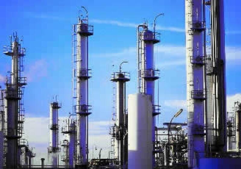 El accidente en la instalación provocará una reducción en la capacidad de refinación de Pemex. (Foto: Jupiter Images)