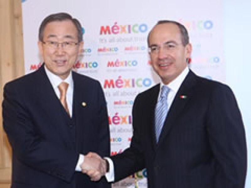 Felipe Calderón y Ban Ki-Moon se reunieron en el marco del Foro Económico Mundial. (Foto: Notimex)