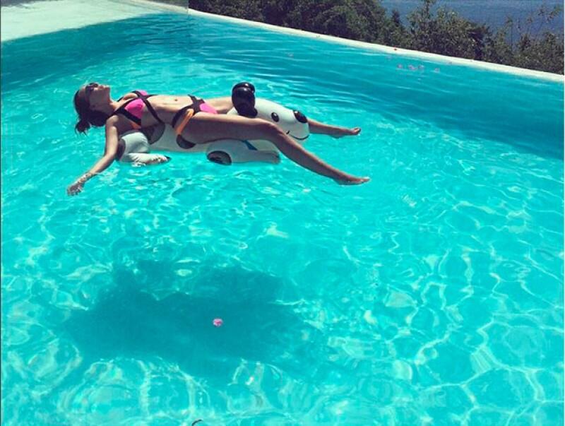 La cantante mexicana ha lucido su cuerpo en bikini al descansar en este famoso destino de nuestro país.