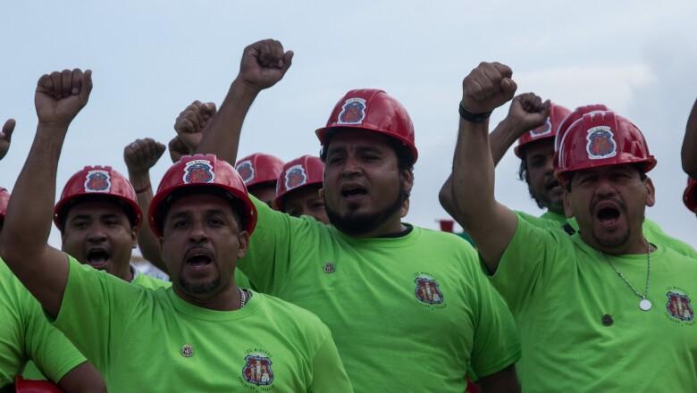 Los mineros con 'Napo'