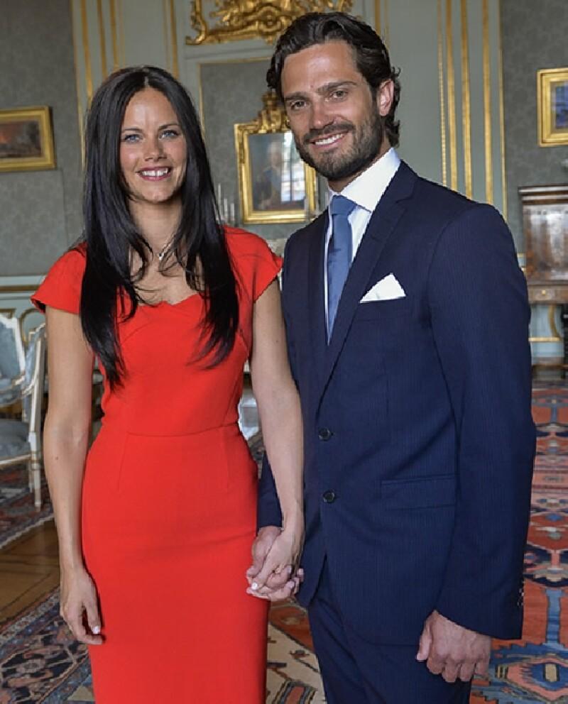 El día de hoy el príncipe Carl Philip anunció su compromiso con su novia, la ex modelo, Sofia Hellqvist.