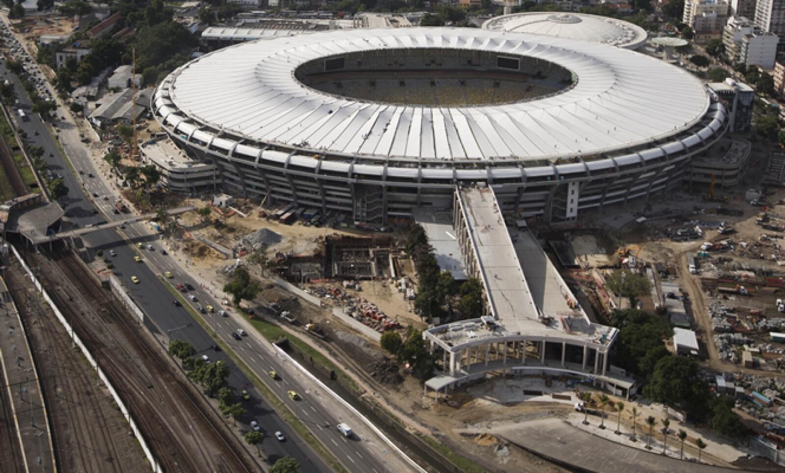Trabajadores continúan dando los retoques finales al Maracaná, donde se disputará la final de la Copa de las Confederaciones el 30 de junio.