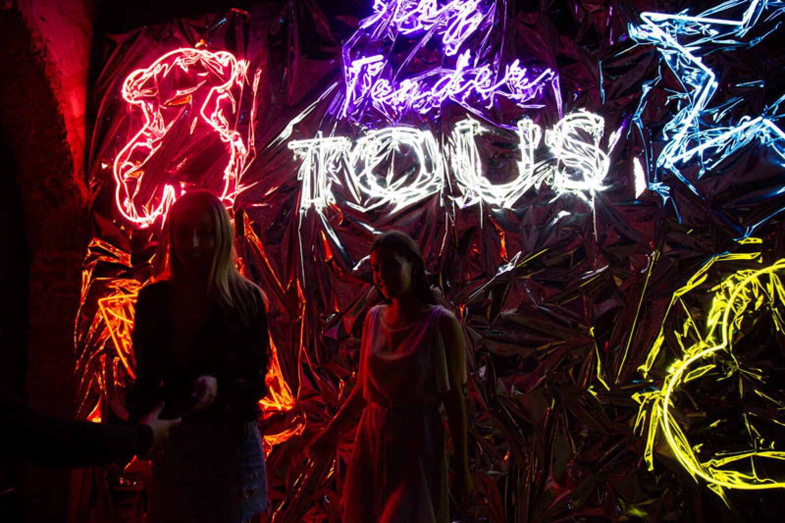 TOUS-x-ELLE-Neon-Lights