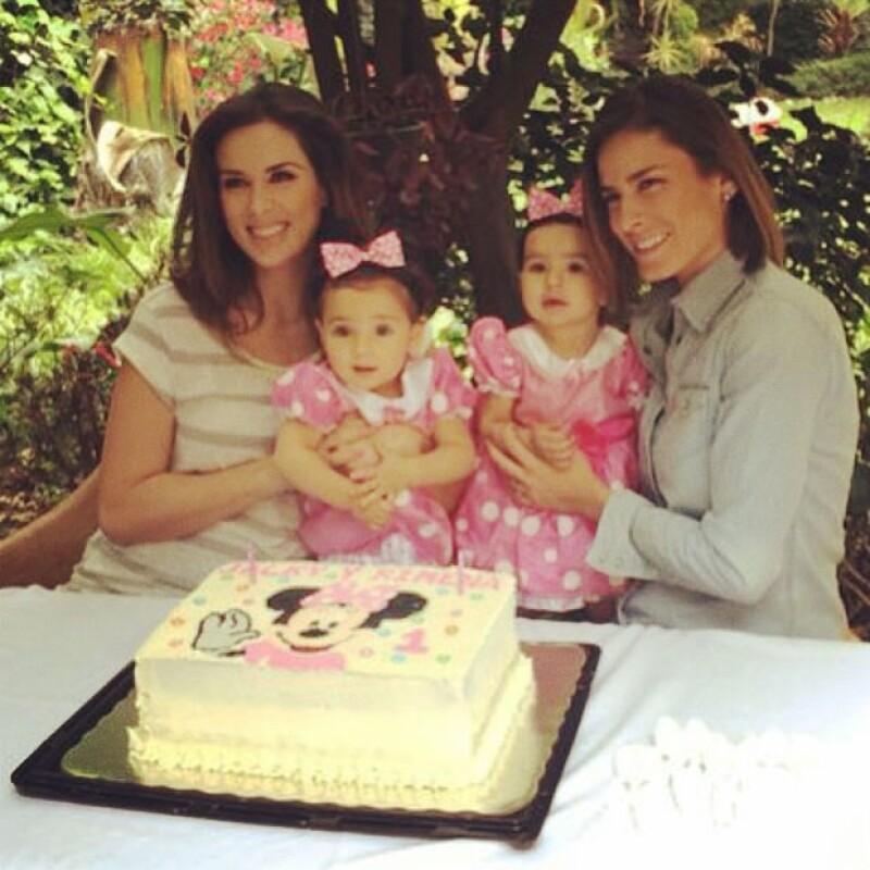 En la imagen, Jacky, Alina y sus hijas Jaquita y Ximena.