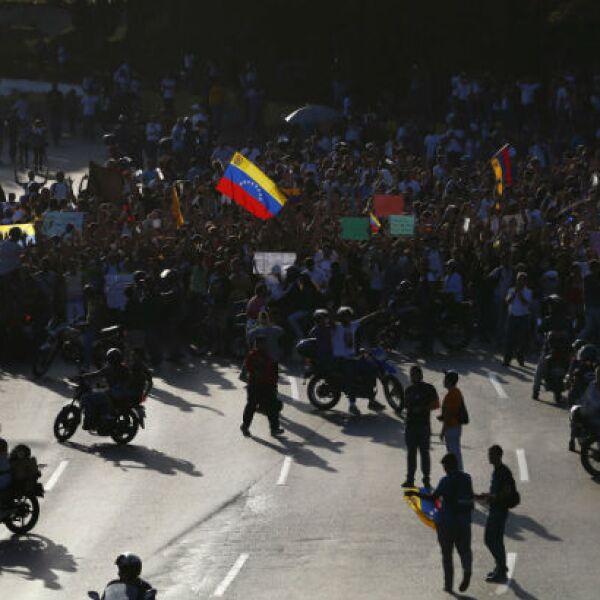 Otros grupos de estudiantes se concentraron en avenidas y plazas de Caracas y de las principales ciudades del país.