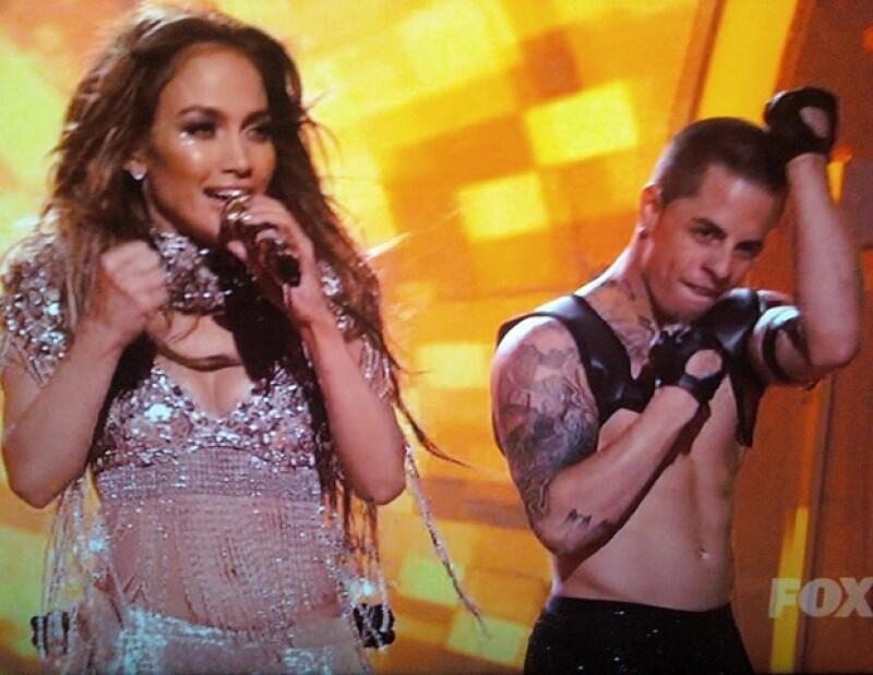 Smart comparte fotos de él y J.Lo en el escenario.