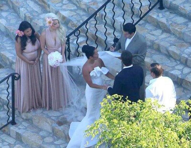 Gaga acudió sola al evento. Por compromisos de trabajo no estuvo con ella su novio Taylor Kinney.